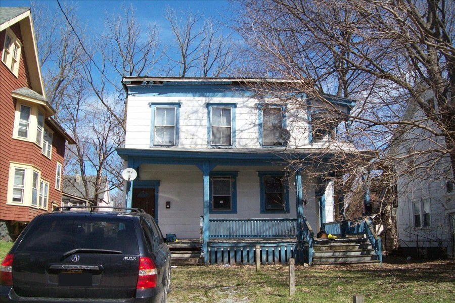 Syracuse foreclosures – 210 Glenwood Ave, Syracuse, NY 13207
