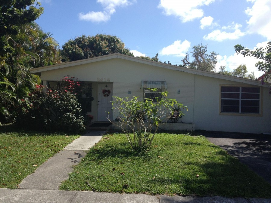 33302 foreclosures – 2414 Thomas St, Hollywood, FL 33020