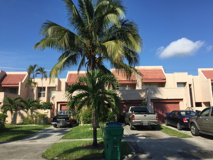 33318 foreclosures – 1815 NW 58th Ave, Lauderhill, FL 33313