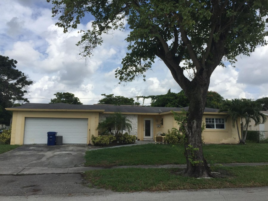 33318 foreclosures – 4851 Nw 18th St, Lauderhill, FL 33313