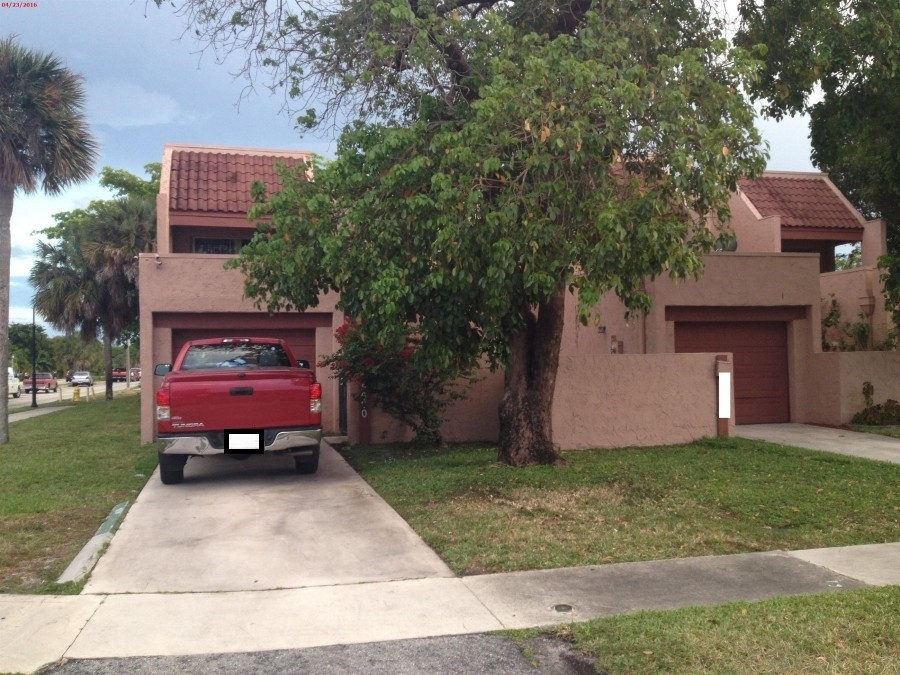 33313 foreclosures – 5600 NW 18th St, Lauderhill, FL 33313
