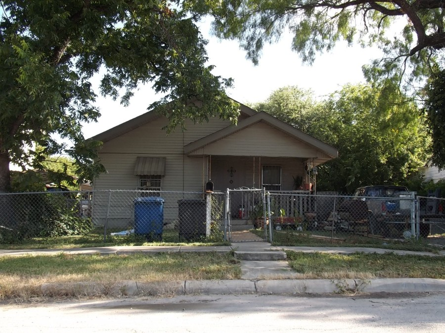 Bexar County foreclosures – 819 Waverly Ave, San Antonio, TX 78201