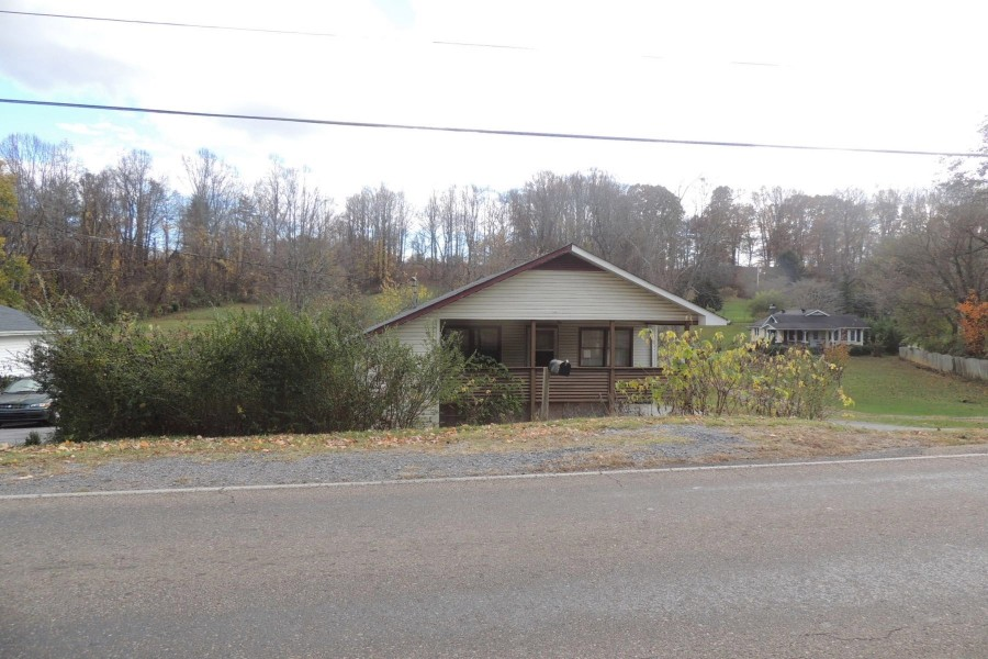 Carter County foreclosures – 1404 Milligan Hwy, Johnson City, TN 37601