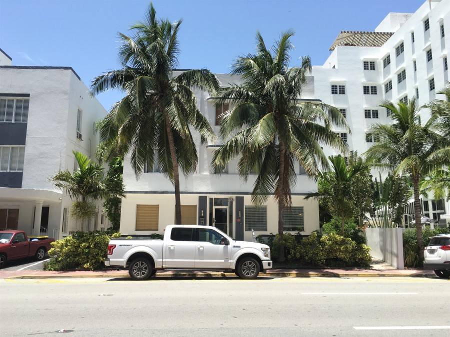 3710 Collins Ave, Miami Beach, FL 33140