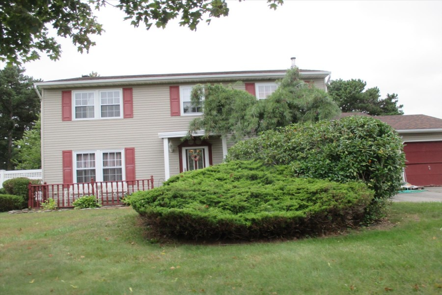 30 Frost Valley Dr, East Patchogue, NY 11772