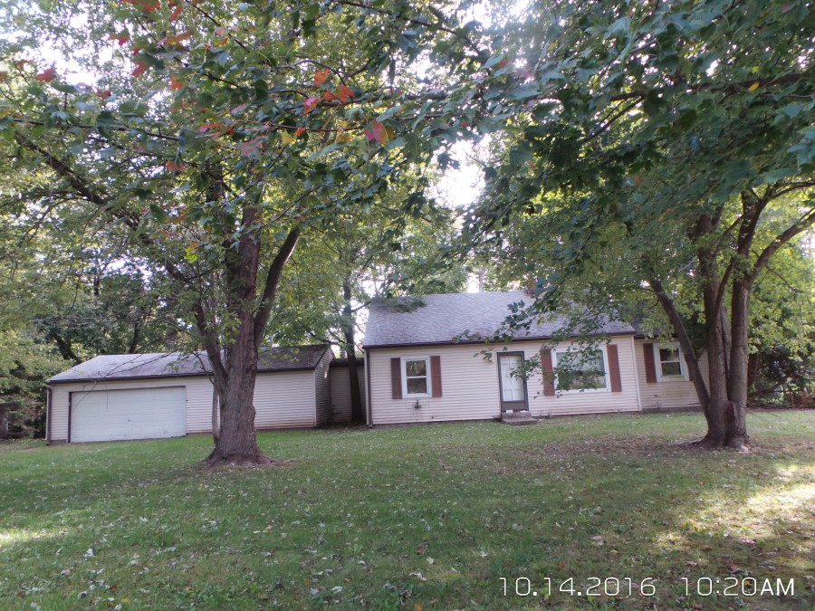 Greenwood foreclosures – 415 McCarty Dr, Greenwood, IN 46142
