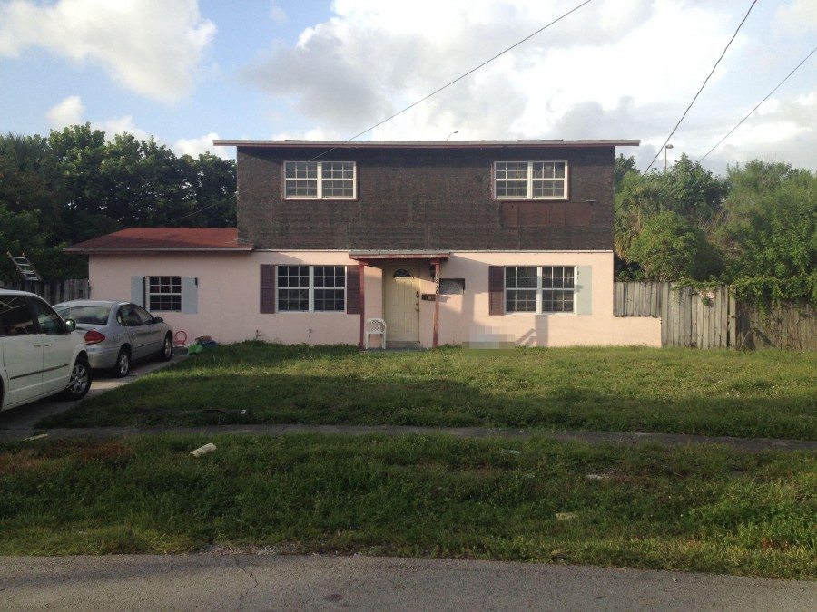 33318 foreclosures – 1240 NW 52nd Ave, Lauderhill, FL 33313