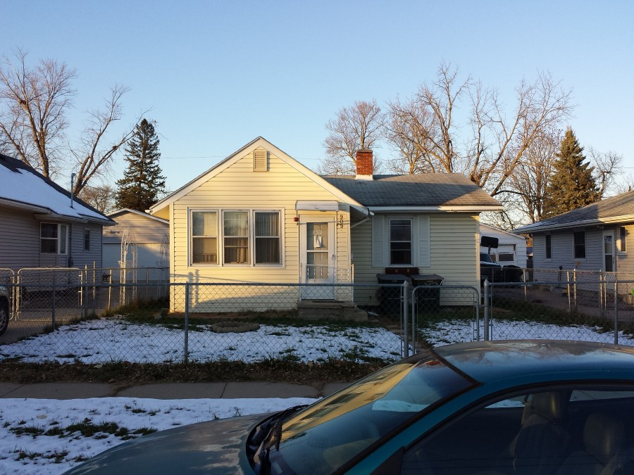 909 Goldie Ave, Sioux City, IA 51109