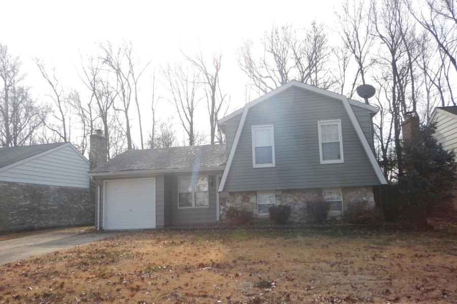 417 Strawberry Hill Rd, Evansville, IN 47711