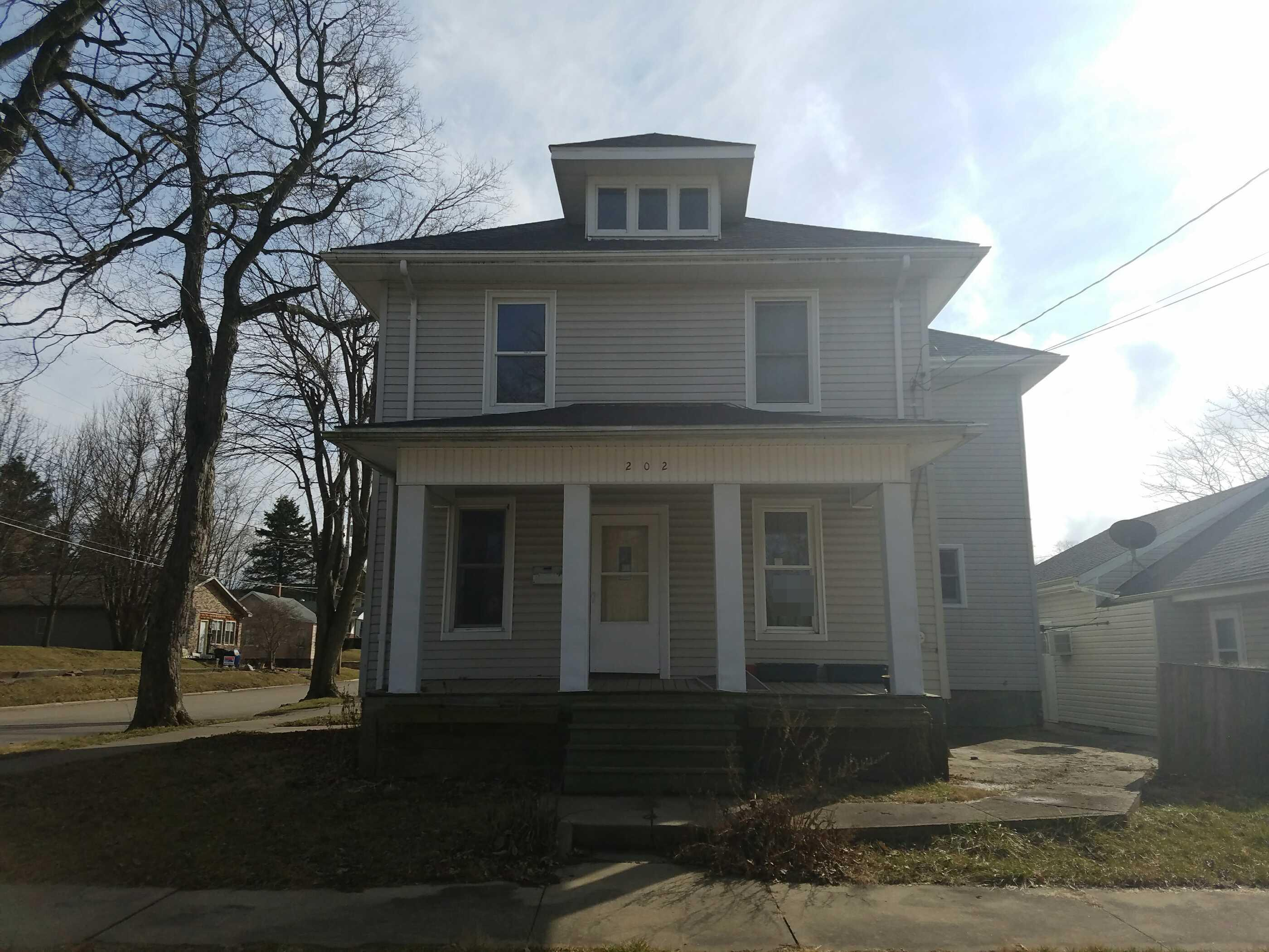 Canton foreclosures – 202 W Chestnut St, Canton, IL 61520