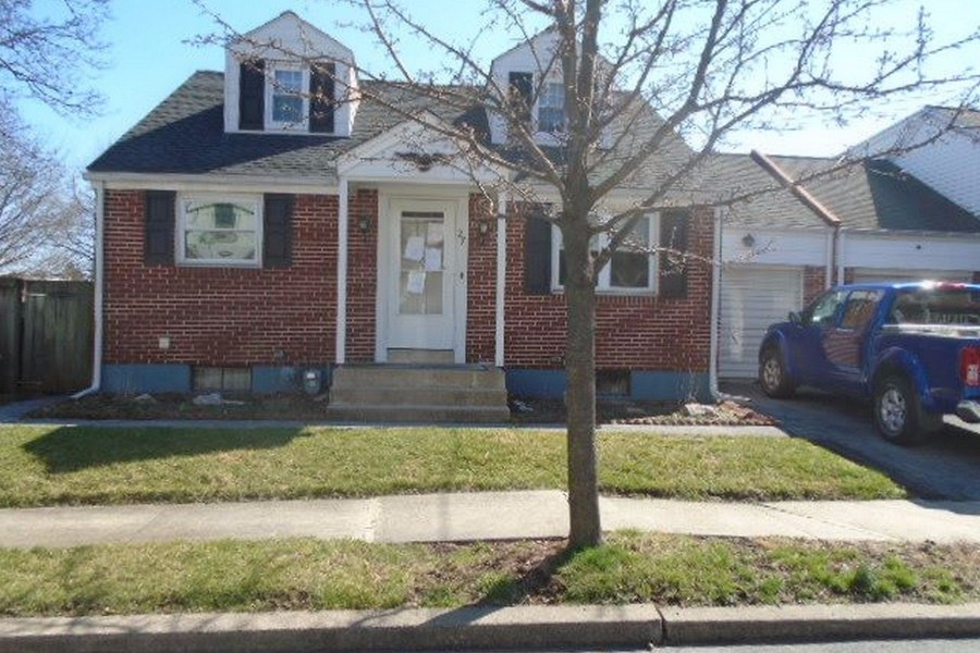 27 S Elm St, Robesonia, PA 19551