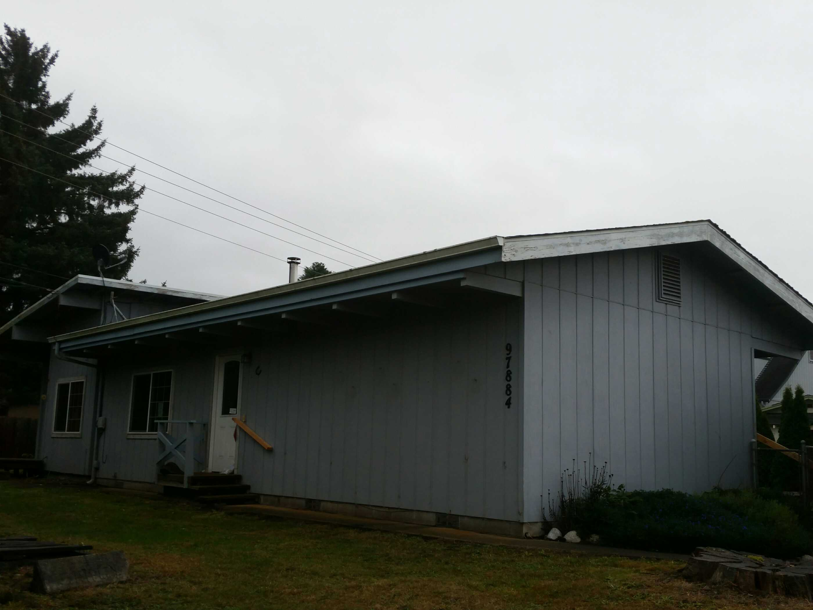 97884 Hamilton Ln, Brookings, OR 97415