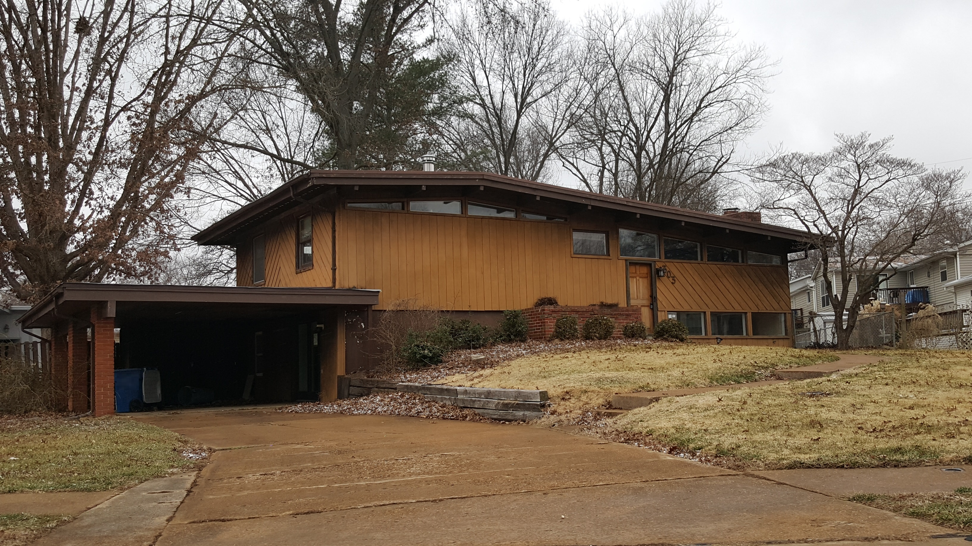 303 Coventry Ln, Manchester, MO 63021