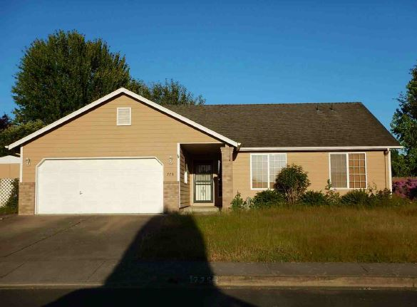 775 N 9th St, Harrisburg, OR 97446