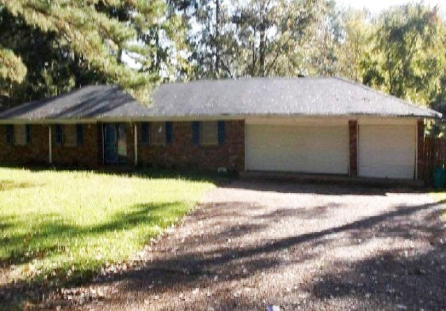 3914 Forest Lake Dr, Jackson, MS 39212