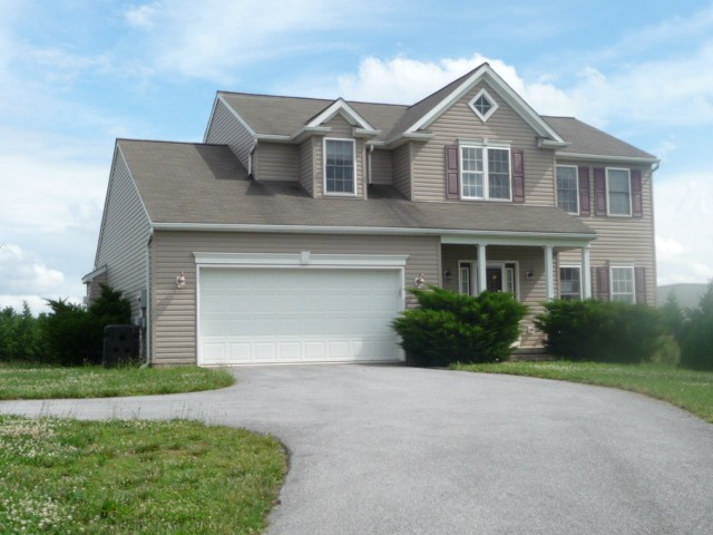 17717 Jennifer Ln, Hagerstown, MD 21740