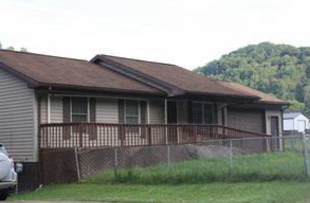 825 Terrace Ave, Weston, WV 26452