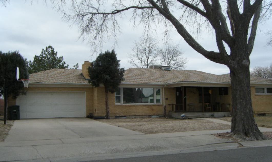 1526 Alexander Cir, Pueblo, CO 81001