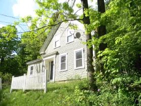 17 Pleasant St, Wilton, NH 03086