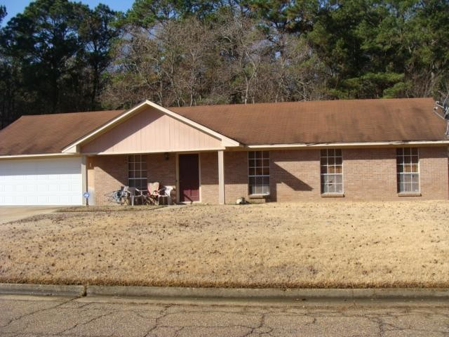 3903 Lost Lake Cir, Jackson, MS 39212