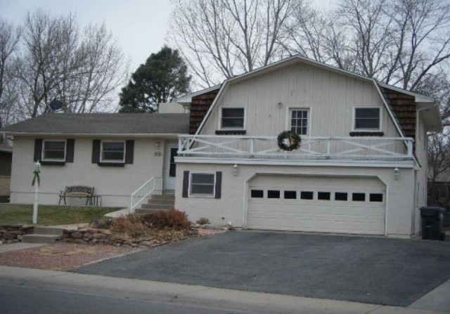 163 University Cir, Pueblo, CO 81005