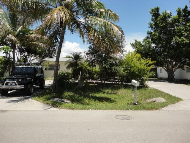 Collier County foreclosures – 936 Coconut Cir E, Naples, FL 34104