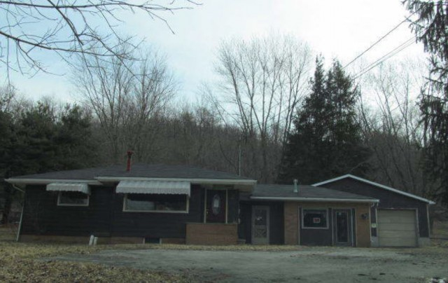 2885 River Rd, Ellwood City, PA 16117