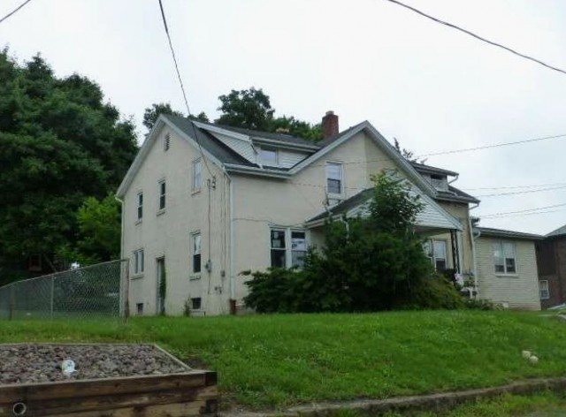 Lancaster County foreclosures – 84 Mechanic St, Reinholds, PA 17569