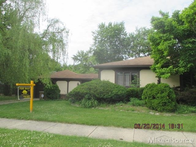 20100 Parkside St, St Clair Shores, MI 48080