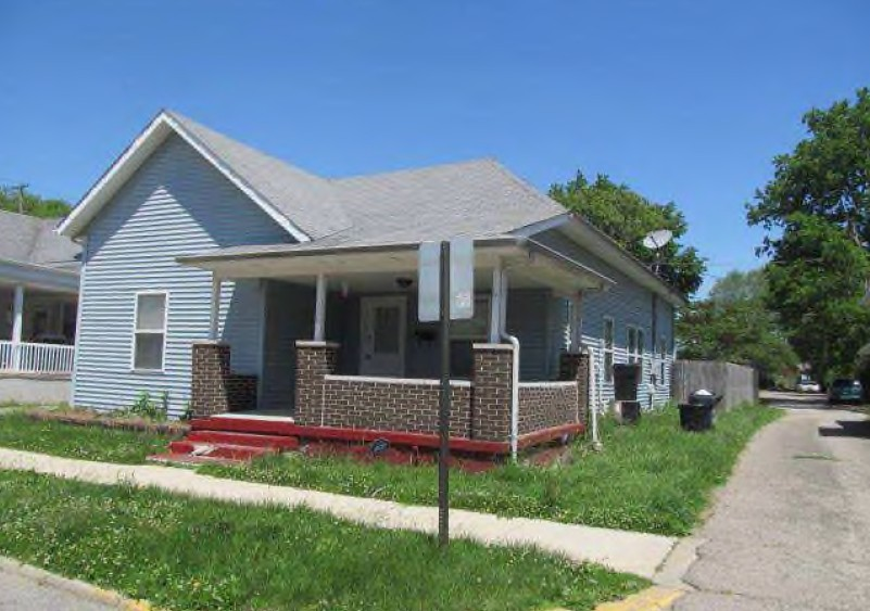 Shelby County foreclosures – 260 W Taylor St, Shelbyville, IN 46176