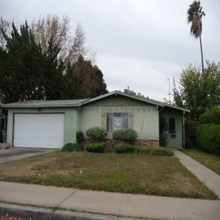 1550 E 26th St, Merced, CA 95340