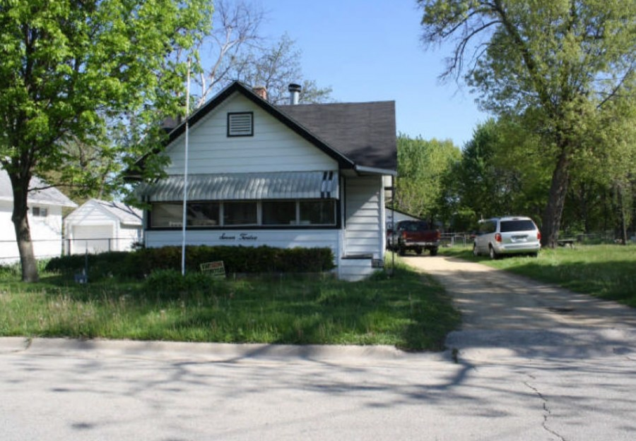 712 Pearl Ave, Loves Park, IL 61111