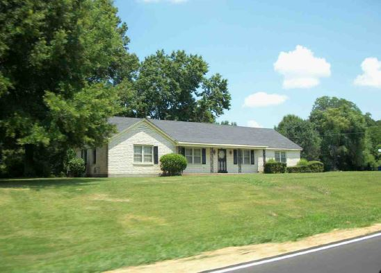440 W Woodward Ave, Holly Springs, MS 38635