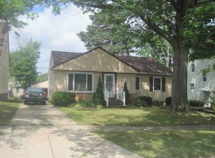 1372 Churchill Rd, Lyndhurst, OH 44124