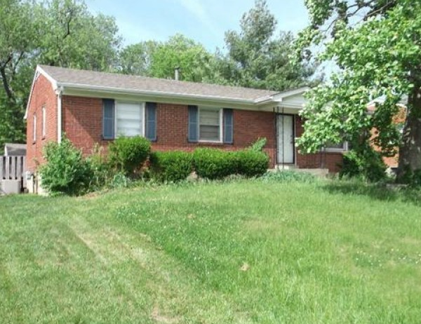 Louisville foreclosures – 9715 Mary Dell Ln, Louisville, KY 40291