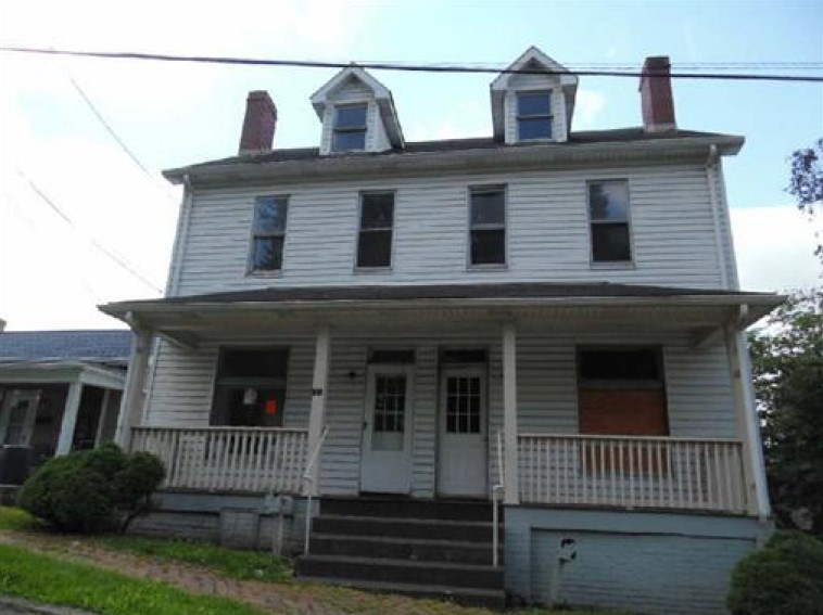 242 Moore St, East Liverpool, OH 43920
