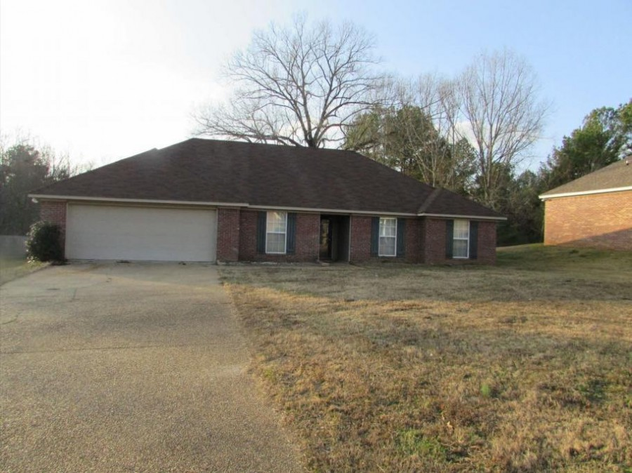 705 Meadow View Cv, Byram, MS 39272