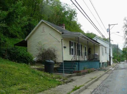 Maysville foreclosures – 490 W 3rd St, Maysville, KY 41056
