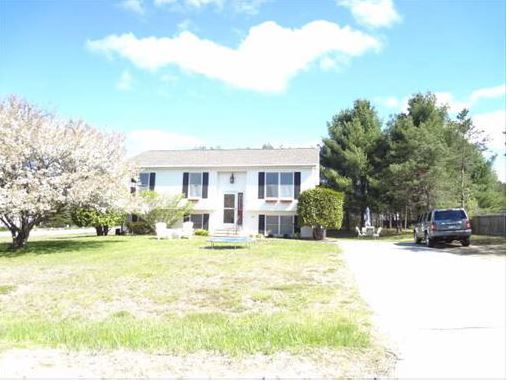 2 Meadowlark Ln, Warrensburg, NY 12885