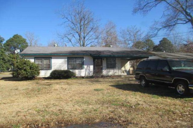 Canton foreclosures – 303 Wilson St, Canton, MS 39046