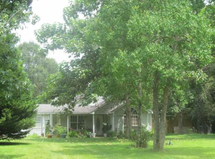 35 Orchard Ln, Picayune, MS 39466